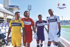 Image de l'article Les maillots de la Fiorentina 2021-2022 présentés par Kappa