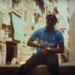 Tiakola rend hommage à Maradona dans son clip «Étincelle»