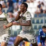 Le Venezia FC joue enfin avec un maillot (quasi) normal
