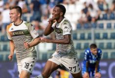 Image de l'article Le Venezia FC joue enfin avec un maillot (quasi) normal