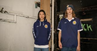 Image de l'article Umbro revisite un maillot de l'Écosse version AC/DC